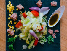 Bagel-bejgl tuna salata