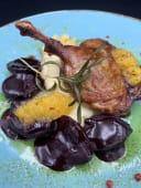Качина ніжка зі сливовим соусом та пюре з пастернаку (330г)