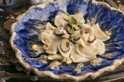 Вареники з бататом і соусом з ліщини та грибами (150г)