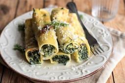 Cannelloni ricotta e spinaci con besciamella