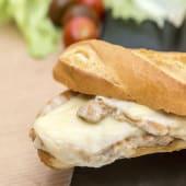 Bocadillo de lomo y queso