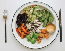 Салат з фалафелем, морквою та авокадо (200г)