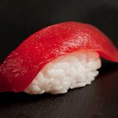 Nigiri de atún (2 piezas)