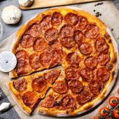 Pizza pepperoni de masa madre