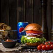Бургер з куркою і сиром Дорблю, картопля, соус BBQ, Pepsi