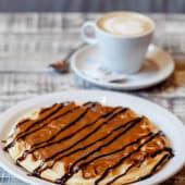 Waffle de Dulce de Leche y Salsa de Chocolate