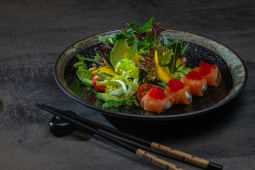 Салат з лососем і манго (255г)