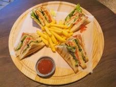 Клаб сэндвич с семгой