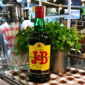 Botella de whisky J&B