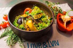 Теплий салат з печених овочів та Бринзи (220г)