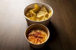 Hummus maragato con sus nachos