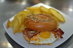 Breakfast bagel + patate fritte