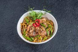 Локшина яєчна wok з качкою