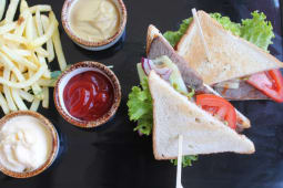 Сендвіч з яловичиною-гриль (250/100/90г)