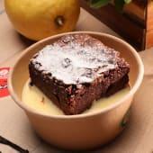 Brownie cu sos de vanilie