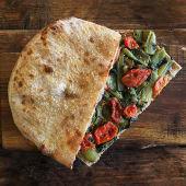 Pizza alla pala Farcita con cicoria aglio, olio e peperoncino.