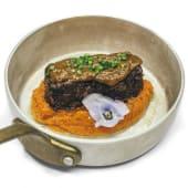 Lingote de rabo de toro y moniatos asados