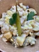 Ensaladilla de pollo con encurtidos y mayonesa de anchoas