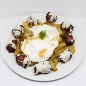 Huevos rotos con longaniza de graus