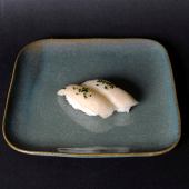 Sushi de pez mantequilla con trufa