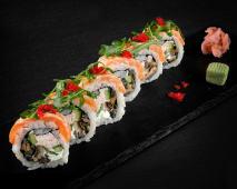 Salmon majestic (sushi roll)