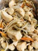 28.Pollo con germogli di soia