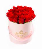 Box rosado floral deluxe con 7 a 9 rosas rojas frescas premium