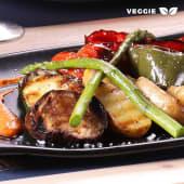 Parrillada de verduras con salsa Romesco (Extra Rulo de cabra)