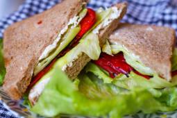 Sandwich cu ardei copti