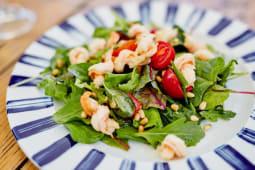 Салат з креветками і кедровими горішками (220г)