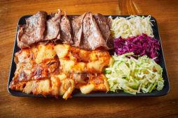 Mieszane mięso na talerzu