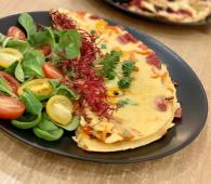 Omlet z chorizo, papryką i szczypiorkiem