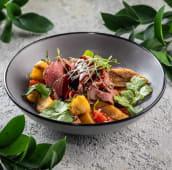 Салат з телятиною та смаженими баклажанами (195г)