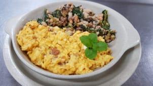 Ovos Mexidos com Farinheira, Migas e Batata Assada Ou Batata Frita