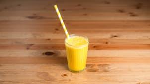 Zumo natural de mango, piña, banana y naranja (500 ml.)