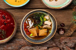 Рамен з овочами і бобами едамаме (350г)