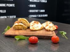 Empanada de mozzarella y cebolla