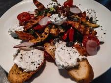 Гриль салат з підсмаженим курячим філе (300г)