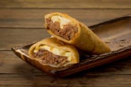 Empanada de Carne Mechada y Queso Amarillo