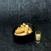 Yuca frita con alioli de ají amarillo