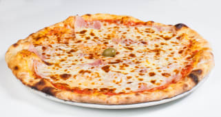 Pizza Vesuvio + piće