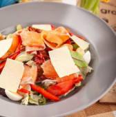 Салат з лососем (350г)