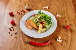 Теплий салат з лососем (295г)