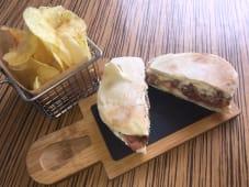 Lombinho em Pão do Caco ( acompanha batata frita)