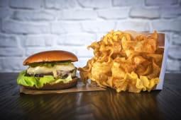 Burger cu brânză de burduf de oaie și dulceață de pere si cuișoare