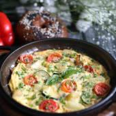Італійська фрітата з овочами, сиром Пармезан й зеленню (300г)