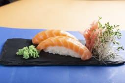 Nigiri z łososiem 2szt. 60g