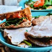 Hummus con pan protéico