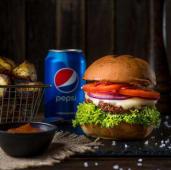 Бургер з телятиною, картопля, соус BBQ, Pepsi