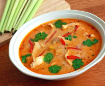 Chicken tom yam soup with coconut